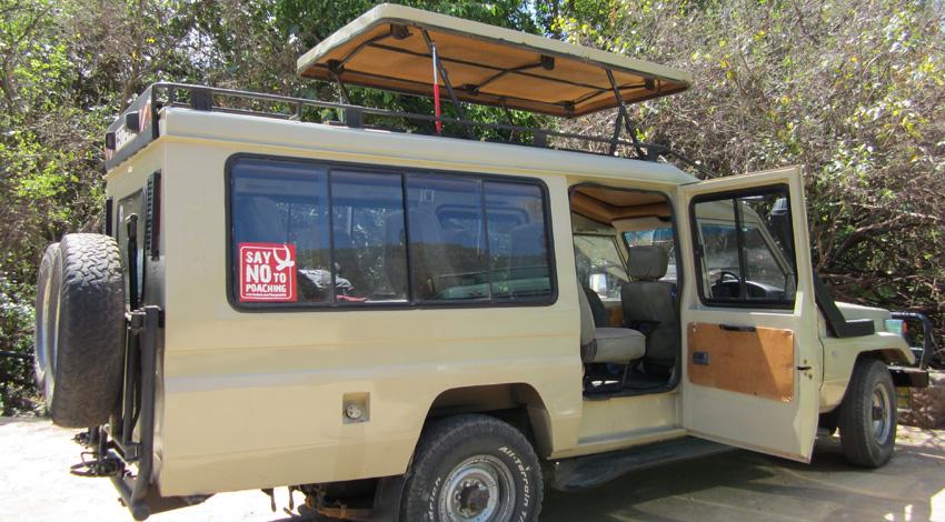 Nuestro transporte diario. Perfecto para la fotografía. No a la caza furtiva puede leerse. Estamos en el sitio correcto.